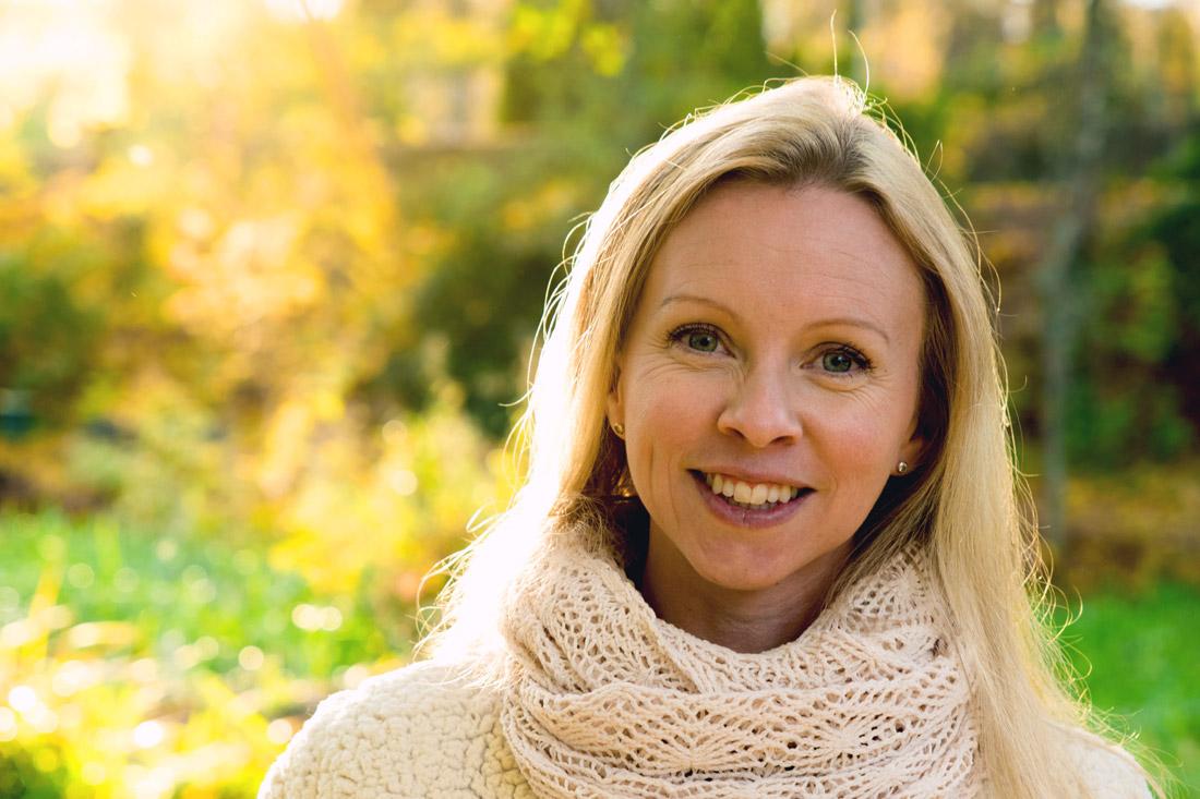 Emma Holmgren. Hjälper andra med utmattningssyndrom utifrån egna erfarenheter.