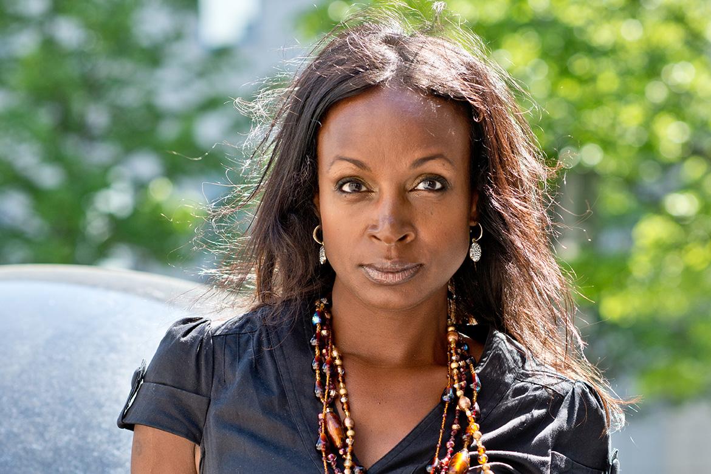 Astrid Azieb Nilsson fick uppleva en traumatisk barndom efter att ha adopterats från Etiopien till Sverige där hon utsattes för allvarliga övergrepp. Som vuxen fick hon diagnosen PTSD, posttraumatiskt stressyndrom.