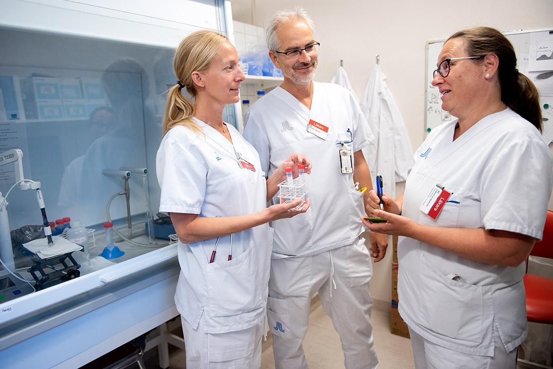 Charlotte Thålin, professor Håkan Wallén och överläkare Viktoria Hjalmar