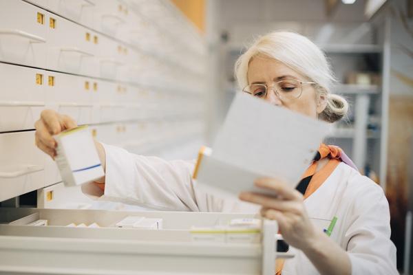 Recept på behandling och läkemedel - hämtas på ditt närmaste apotek eller skickas hem via MEDS Apotek